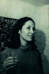 Anna Maria Maiolino at Rubens Gerchman's opening at Art-Art Gallery in 1967