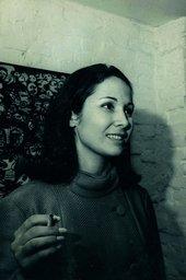 Anna Maria Maiolino at Rubens Gerchman's opening at Art-Art Gallery in 1967