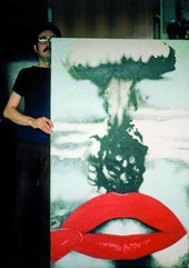 Joan Rabascall with his work Atomic Kiss in 1971