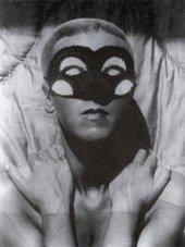 Claude Cahun Autoportrait no 43 1928, photo of woman in mask
