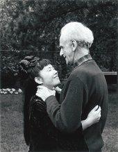 Yayoi Kusama with Joseph Cornell in New York, 1970