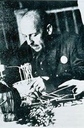 Filippo Tomaso Marinetti eating spaghetti in the late 1930s