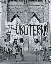 Yayoi Kusama, Anti-War naked happening, Brooklyn Bridge, New York, 1968, documented by Shunk- Kender