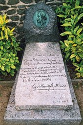 Photo of Rousseau's grave with poem by Apollinaire