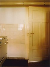 Thomas Ruff Interieur 5C (Zell am Harmersbach) 1979 (door to kitchen)