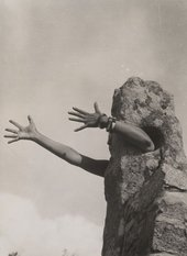 Claude Cahun I Extend My Arms 1931 or 1932