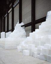 Rachel Whiteread installation of EMBANKMENT (photo)