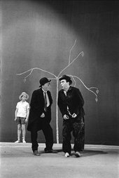 Roger Pic Waiting for Godot, Théâtre de l'Odéon, Paris 1961. Courtesy Fondation Alberto et Annette Giacometti, Paris.