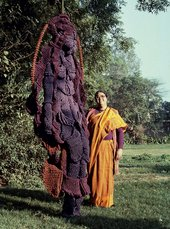 Mrinalini Mukherjee with her jute sculpture, Woman on a Swing, 1989