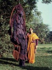 Mrinalini Mukherjee with her jute sculpture, Woman on a Swing, 1989