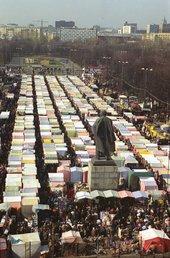 Moscow's Luzhniki market, 1997