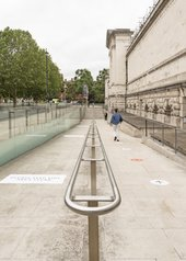 view of the ramp with markings on the floor pointing to the entrance of Tate Britain