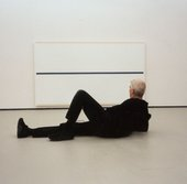 Alan Uglow pictured lying in front of Blue Equator 2000 (Galerie Onrust, Amsterdam) at Griedervonputtkamer, Berlin, 2001 © The estate of Alan Uglow