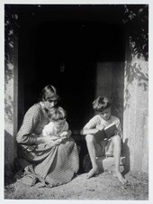 Photograph of Vanessa Bell with her sons Julian and Quentin © Tate