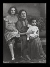 Zeid with her children Shirin and Prince Raad, Berlin 1937