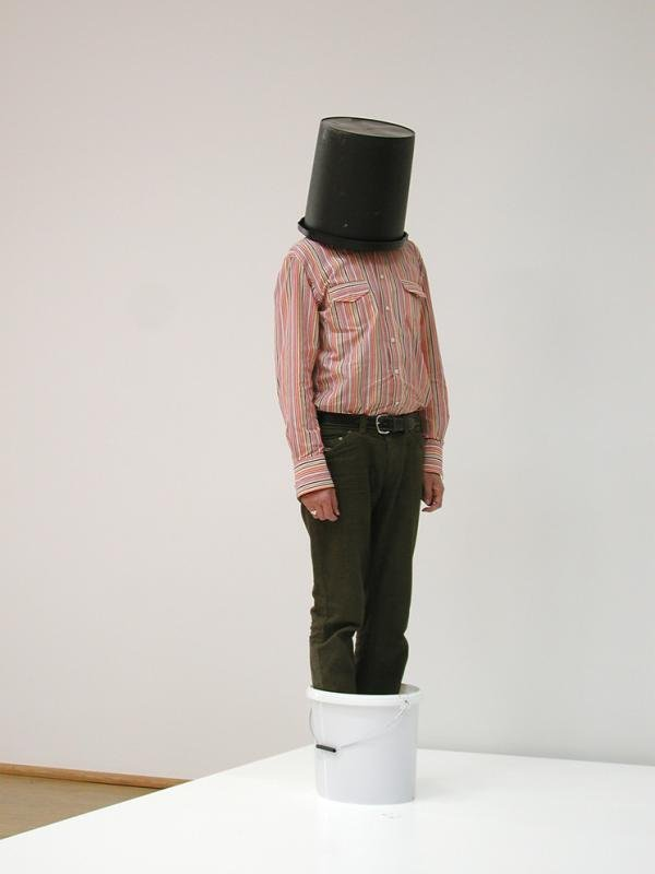 Erwin Wurm: One Minute Sculptures – Performance at Tate
