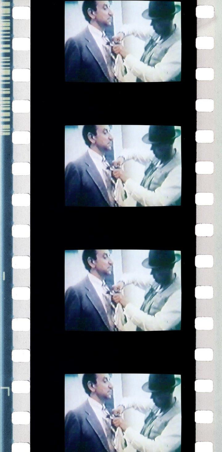 Fig.9 Film ancora tratto dal Diagramma Terremoto di Mario Franco (Joseph Beuys, Napoli 1981) 1997, che mostra i dettagli di Vestito Terremoto a Napoli, 1981