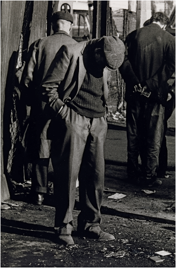 Homeless men sleeping while standing, Whitechapel, London, c1970